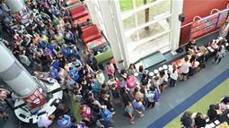 Hundreds of people lining up for a buffet breakfast at UCOL Palmerston North