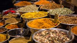 A photograph of curry spices in stainless bowls. Image by Jason Leung courtesy of unsplash.com.
