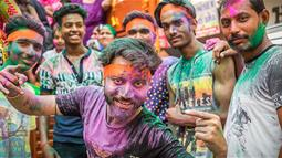 A group of indian people covered in colourful pigment