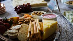 A photograph of a Ploughman's Lunch
