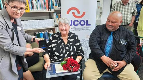 http://www.ucol.ac.nz/NewsImages/Dr Janice Wenn - Honorary Fellow Award (Presented by Gianetta Lapsley)-2 web crop.jpg