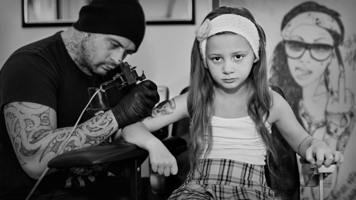 NZIPP-2015-winning-image-girl-getting-tattoo-700px.jpg